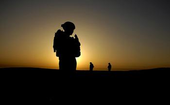 Iraq_USarmy_solidersilouhette.jpg